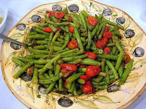 שעועית ירוקה עם עגבניות שרי בעשבי תיבול   צילום Peter Minakis