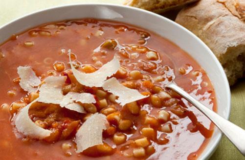 מרק חורפי טעים ומשביע: עגבניות, פסטה ושעועית לבנה